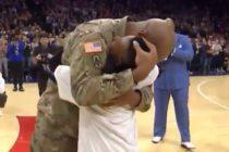 ¡Conmovedor! El emotivo reencuentro de un sargento del Ejército estadounidense con su pequeño hijo en un juego de NBA +Vídeo