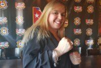 Promotora se abre paso en el difícil mundo del boxeo en Miami