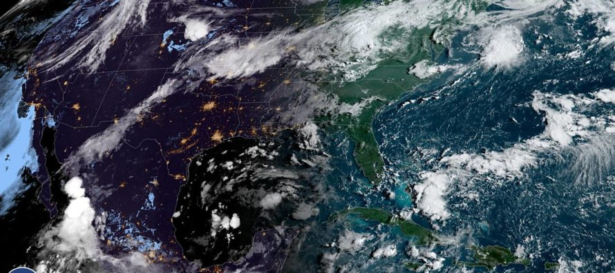 Se esperan lluvias en el fin de semana en la Florida por perturbaciones tropicales en el Caribe