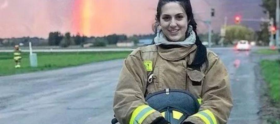 ¡Poder femenino! Sensual mujer del Departamento de Bomberos salvó a sus compañeros en un incendio (+Fotos)