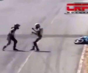 ¡Furia sobre ruedas! Bochornosa pelea en campeonato de motociclismo