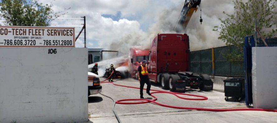 Reportan incendio de cinco camiones en Hialeah