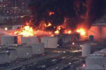 Ocho tanques involucrados en incendio de planta petroquímica en Texas