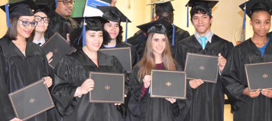 Acceleration Academies: obtén un diploma de escuela secundaria para una mejor vida