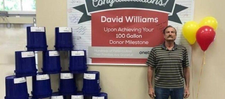 Buen samaritano: hombre de Miami regala 100 galones de su sangre en 22 años de donaciones