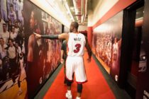 Ex NBA Dwyane Wade brindó alegría en la ceremonia de graduación de la escuela Marjori Stoneman Douglas (+Video)