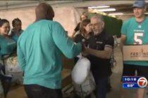 Deportistas de Miami se unieron para dar regalos por el Día de Acción de Gracias
