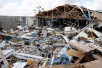 Entregan vehículos a las víctimas del huracán Dorian para trabajar como taxista
