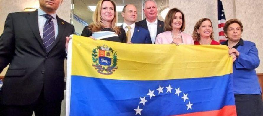 Pelosi aboga por salida rápida de Maduro y TPS para los venezolanos