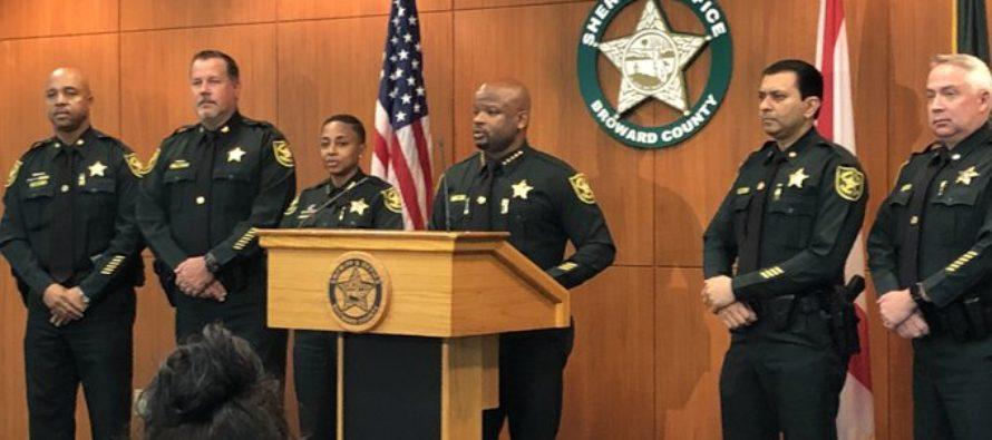 El sheriff de Broward confirmó el despido del oficial que golpeó a un adolescente durante un arresto