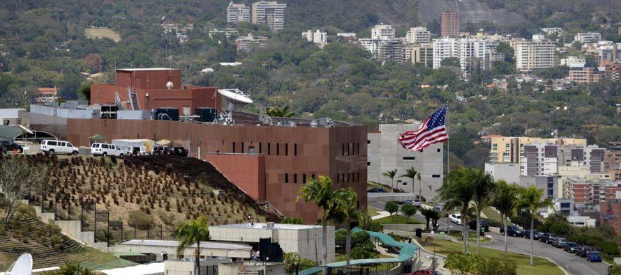Aseguran que el objetivo de la embajada de EE UU en Bogotá es aumentar la presión sobre el régimen de Maduro
