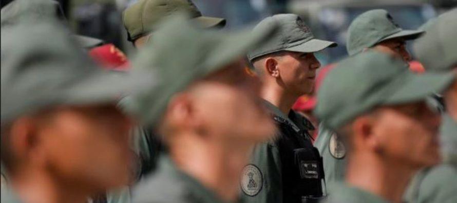 Militares rusos usan uniforme venezolano en Caracas y la frontera con Colombia