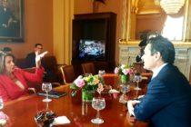 Embajador Vecchio reiteró a Nancy Pelosi necesidad de incrementar presión contra régimen usurpador