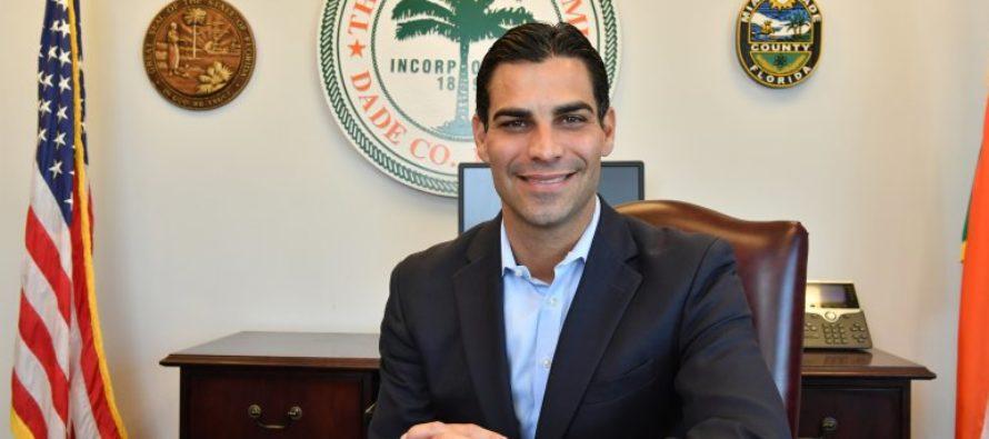 Alcalde Francis Suarez se aislará en barco de bomberos de Miami