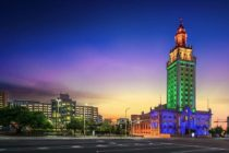 Torre de la Libertad del Miami Dade College será iluminada de color azul en apoyo a Amigos for Kids
