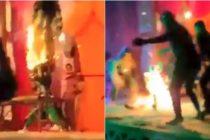 Artista de fuego queda envuelto en llamas tras incendiar accidentalmente su traje (Video)