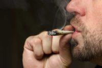 Aprueban ley que prohíbe fumar marihuana en lugares públicos de Miami Beach