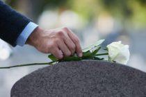 Realizan funeral de la joven que murió tras caerle una rama de un árbol en Boca Ratón