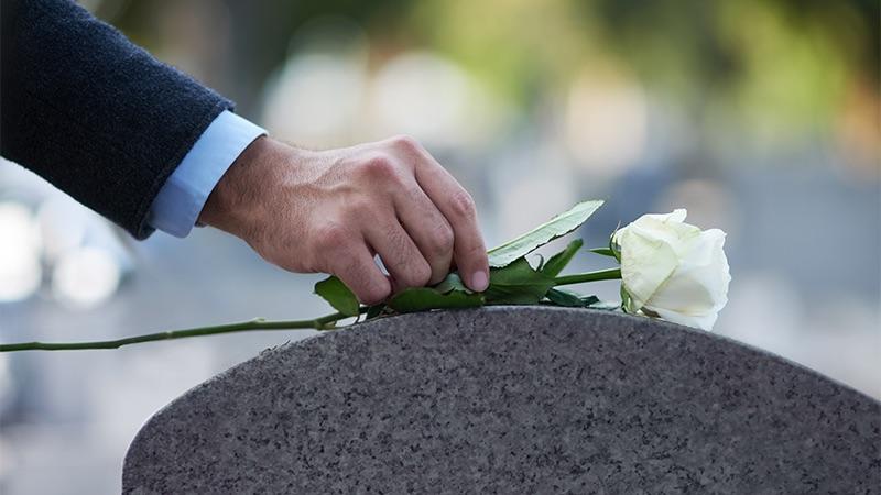 Realizan funeral de la joven que murió tras caerle una rama de un árbol en Boca Ratón - MiamiDiario.com