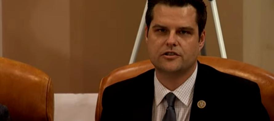 Congresista de Florida reta a sauditas por balacera de Pensacola