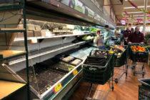 $35.000 en comida fueron desechadas en supermercado después que mujer tosió sobre ella intencionalmente