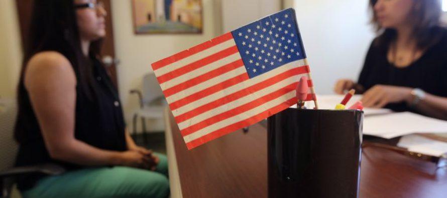 EE UU planea descalificar a solicitantes de la tarjeta verde si reciben beneficios del Gobierno