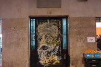 Pintan graffiti del escritor Unamuno en la puerta de su casa natal en España