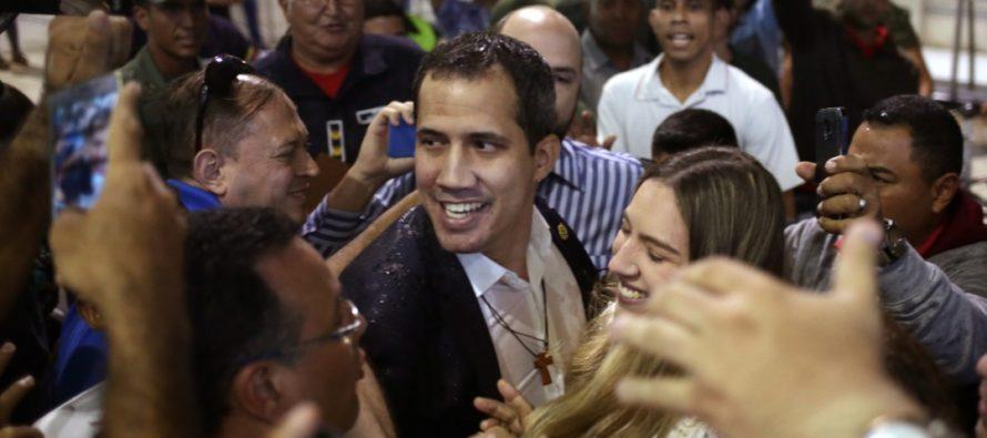 Venezolanos vieron llegar a Guaidó por las redes sociales