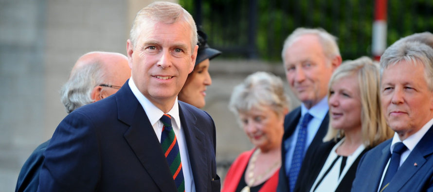 Príncipe Andrés admitió que por su amistad con Epstein defraudó a la familia real