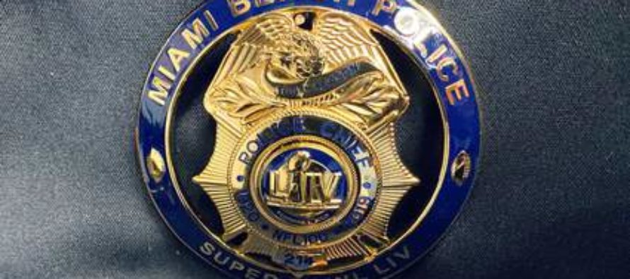 Otorgan insignias conmemorativas del Super Bowl LIV a oficiales de Miami Beach