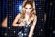 Jlo lució un sensual escote en el lanzamiento de la tienda de perfumes pop-up en Nueva York (foto)