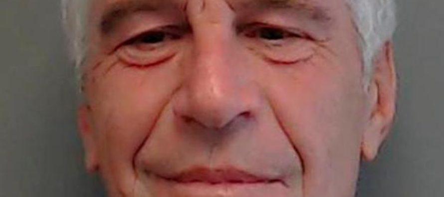 Caso Epstein: Encontraron diamantes, montones de dinero en efectivo y un pasaporte saudí caducado
