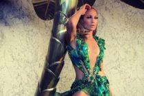 Jennifer López recicló el vestido de Versace para resaltar su prominente retaguardia (+Fotos)