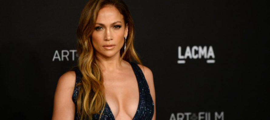 Mira la imágen que delata a Jennifer López abusando del Photoshop en su trasero