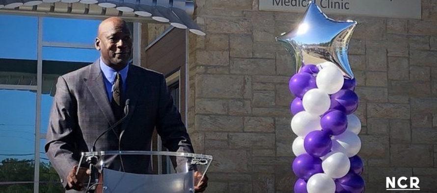 Michael Jordan abrió clínica para apoyar a personas sin seguro médico