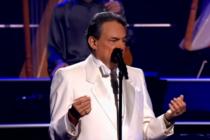 Familiares despiden al cantante José José en funeral a puerta cerrada en Miami