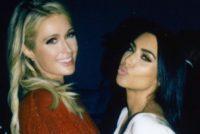 Kim Kardashian y Paris Hilton se deslizan sobre nieve y no llevaban mucha ropa