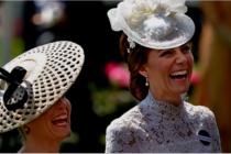 Inglaterra patas arriba con el beso en la boca de Kate Middleton con otra mujer