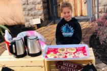 Niña de 5 años vende chocolate y galletas para pagar almuerzos de 123 compañeros de clase