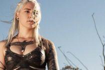 Bombazos de Emilia Clarke: Fue presionada para desnudarse en GOT por «complacer a los fans» +Vídeo