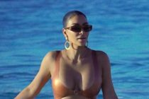 ¡Qué curvas! Cinco ardientes fotos de Kim Kardashian mientras luce su bikini en la playa +Imágenes