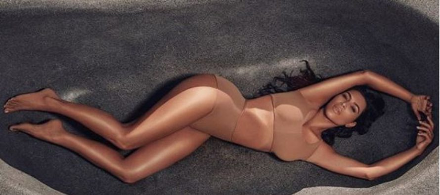 Kim Kardashian hace estallar las redes luego de exhibir un mini bikini