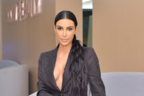¡Espectacular! Kim Kardashian y su nuevo look: unas medias y un brasier