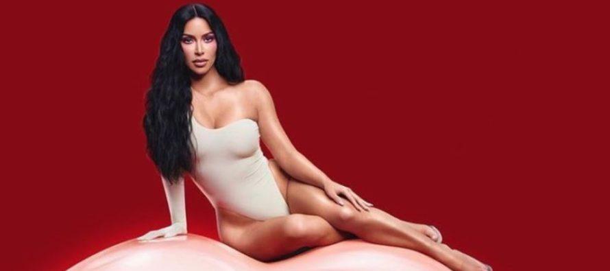 Kim Kardashian publicó imagen con seis dedos ¿mutación o error de Photoshop?
