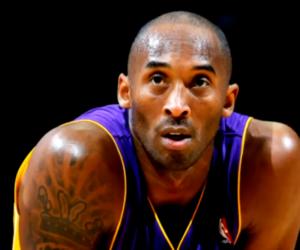 Personas del centro de Florida presentan sus respetos a la leyenda de la NBA Kobe Bryant