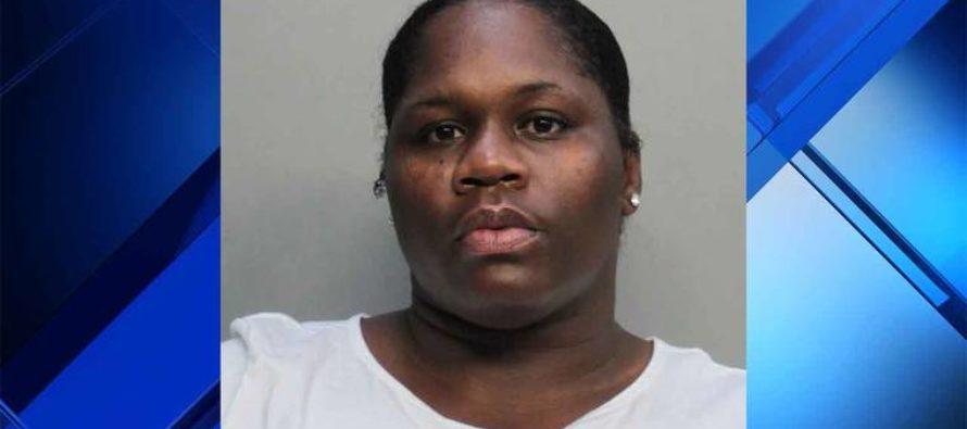 Arrestaron a madre por golpear con un cable a sus hijos en Miami