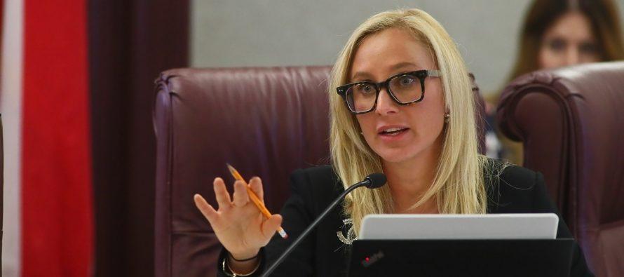 Presentan proyecto de ley que prohíbe voto legislativo sobre el aborto hasta que mitad de miembros sean mujeres