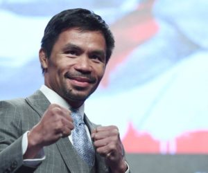 ¡Hagan la cola! Manny Pacquiao celebró su cumpleaños regalando dinero y casas (Video)