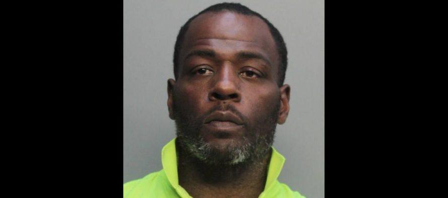¡Insólito! Vendedor fue arrestado al cobrar $724 por dos cervezas en juego de Dolphins