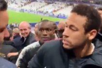 ¡Perdió los tapones! Neymar le cayó a golpes a un hincha que se burlo de él (Video)
